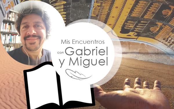 Gustavo Samorano escribiendo mis encuentros con Gabriel y con Miguel.